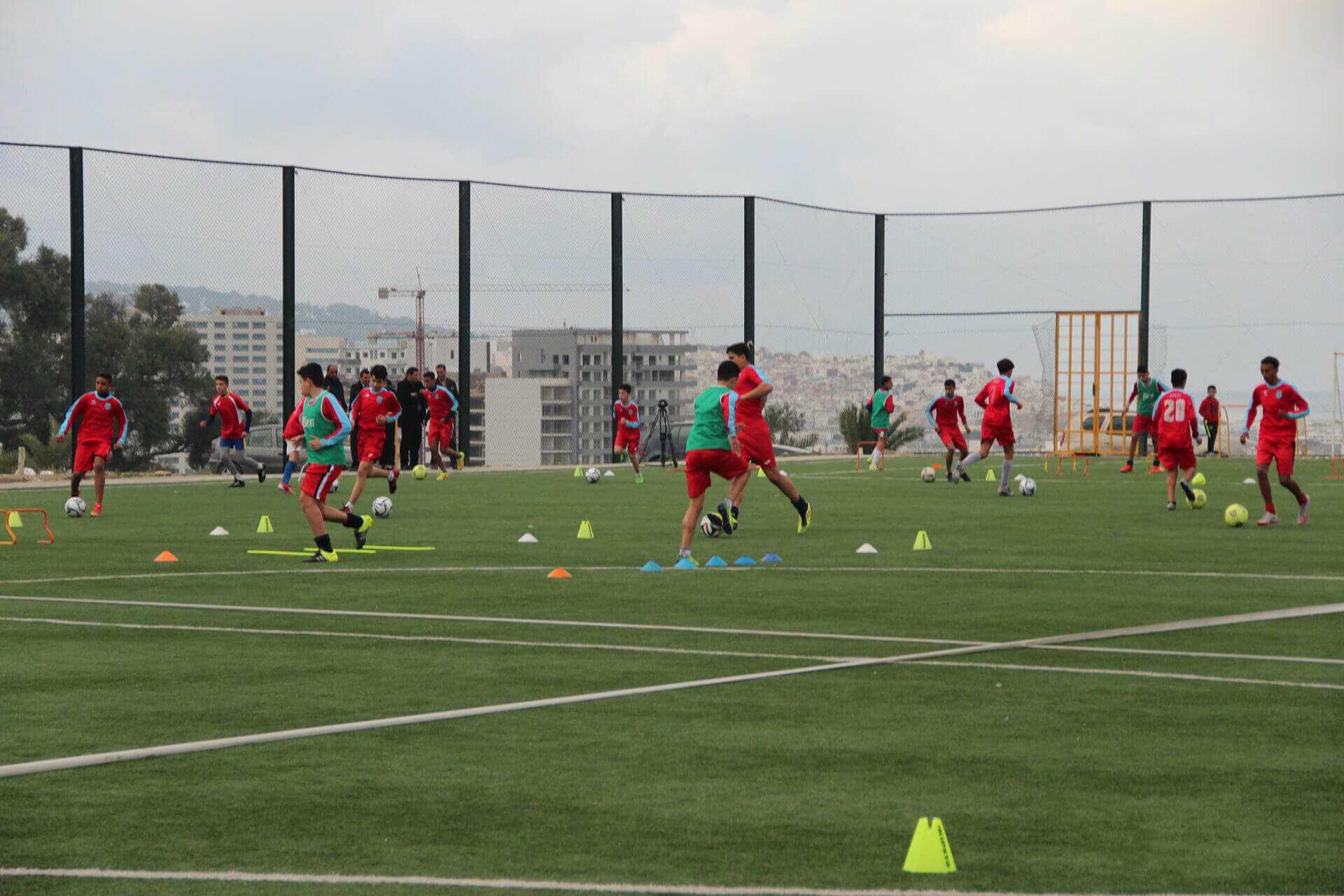 Les stades de proximité à Tanger, une pépinière des champions de demain